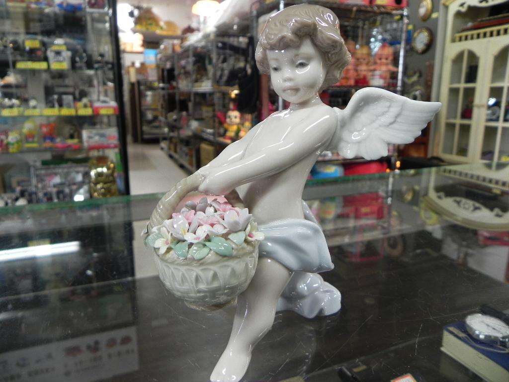 LLADROリヤドロ 花かごを持つ天使